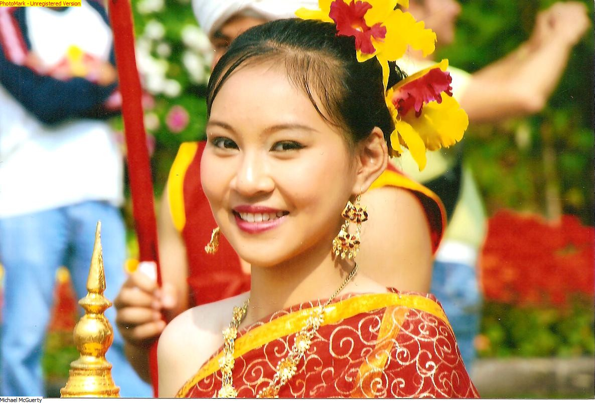 Thai girl chang mai flower festival 001